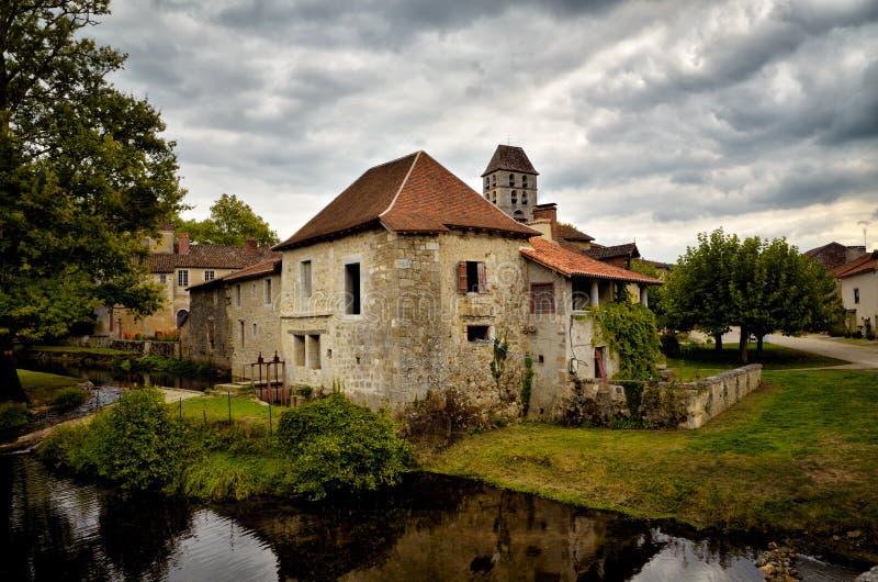 O Saint-Jean-de-Cole é uma vila medieval no norte do Dordogne, França fotos de stock royalty free