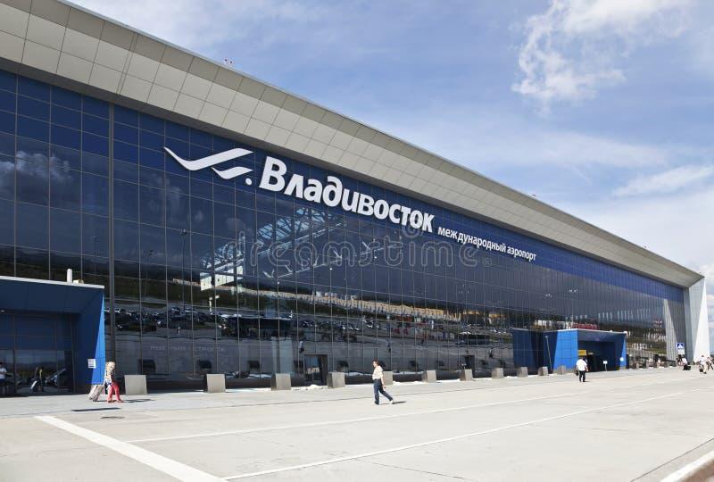 O salão da partida do terminal do aeroporto internacional em Vladivostok fotos de stock royalty free