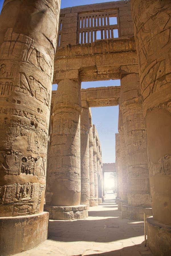 O salão do estilo do hipo no templo de Karnak fotos de stock