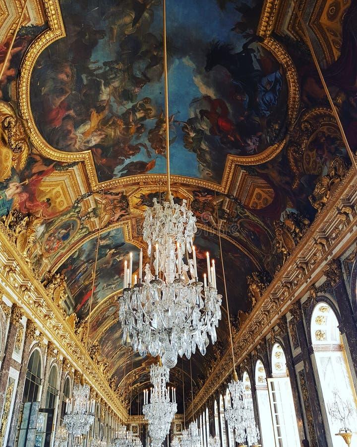O salão dos espelhos - palácio de Versalhes imagens de stock