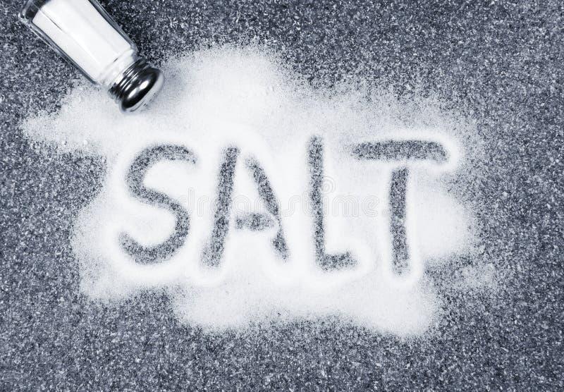 O sal derramou o abanador fotos de stock