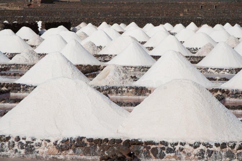 O sal será produzido no salino histórico velho fotos de stock