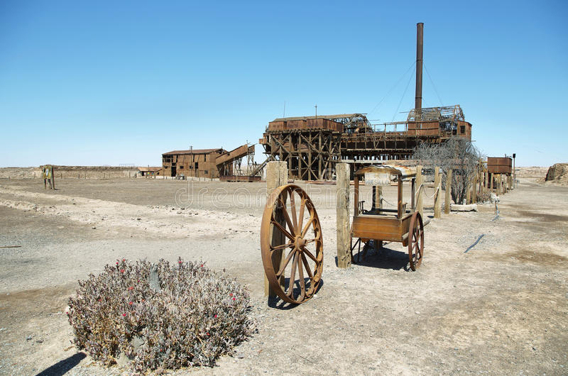 O salitre velho de Santa Laura trabalha no deserto de Atacama fotografia de stock royalty free