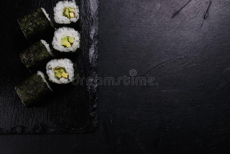 O salmão do sushi rola o alimento japonês que prepara o ofício imagens de stock