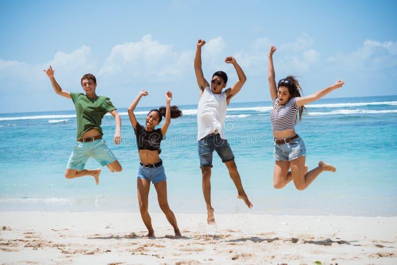 O salto ao ar levanta junto fotos de stock royalty free