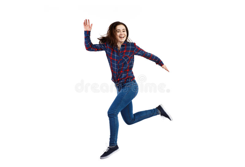 O salto da jovem mulher fotografia de stock