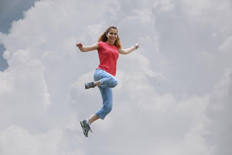 O salto da mulher fotos de stock