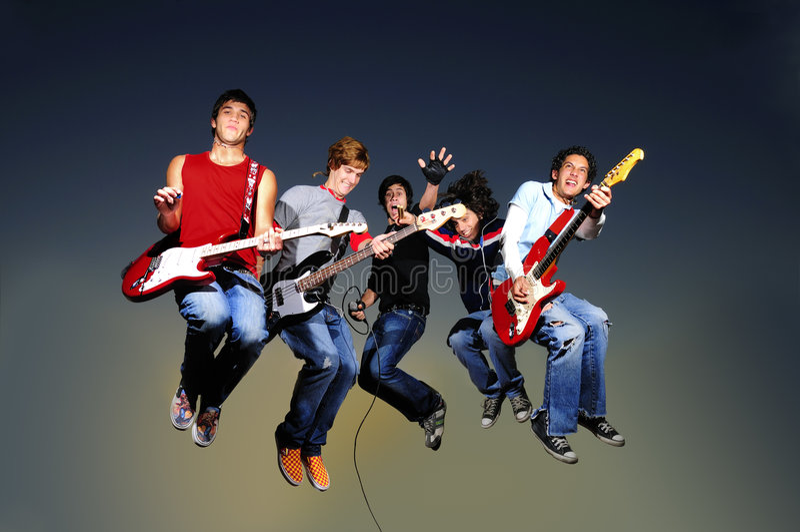 O salto do grupo de rock fotos de stock