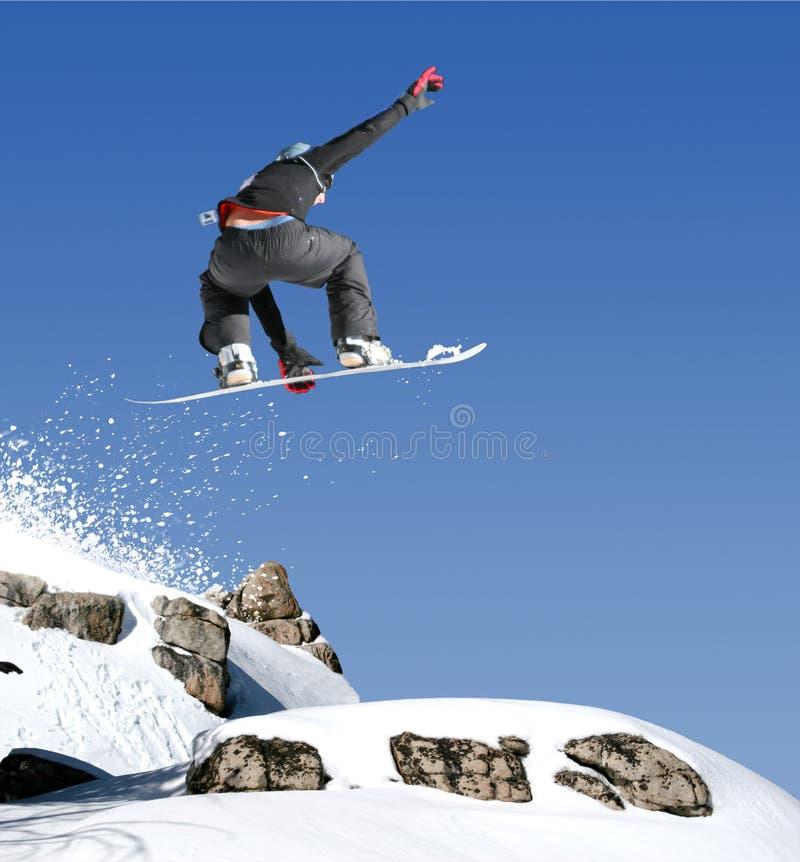 O salto do Snowboarder fotografia de stock