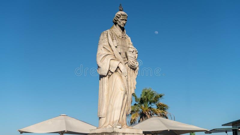 O Sao Vicente Statue em Miradouro DAS Portas faz o ponto de vista do solenoide, Lisboa, Portugal fotografia de stock royalty free