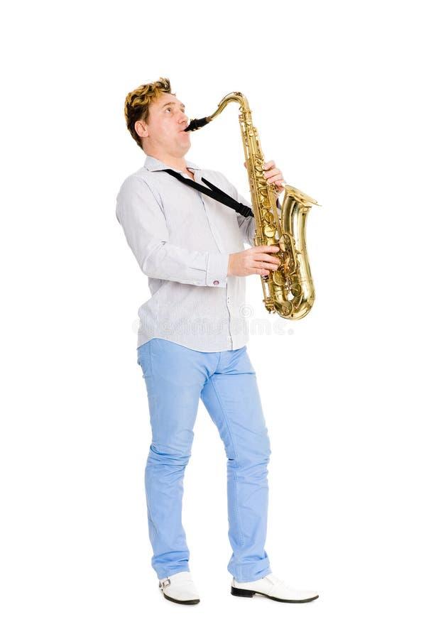 O saxofonista novo joga o saxofone foto de stock royalty free