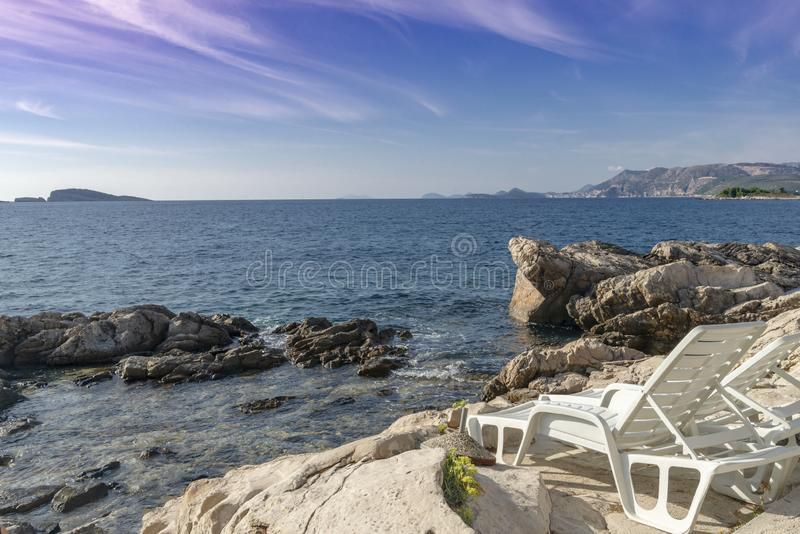 O seascape perto da cidade de Cavtat na Croácia imagens de stock royalty free
