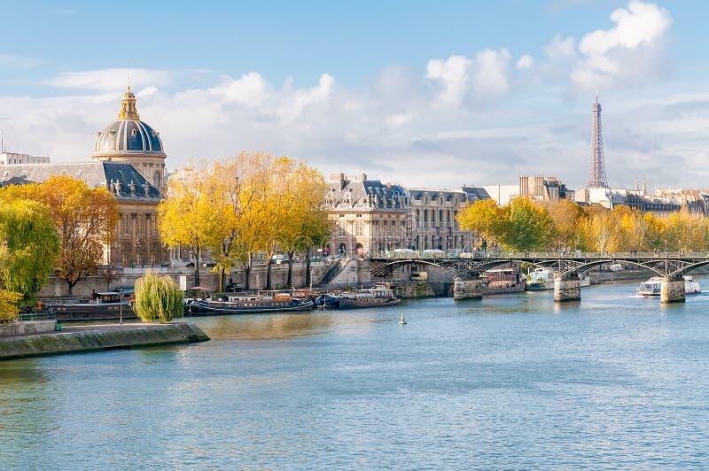O Seine em Paris fotos de stock royalty free