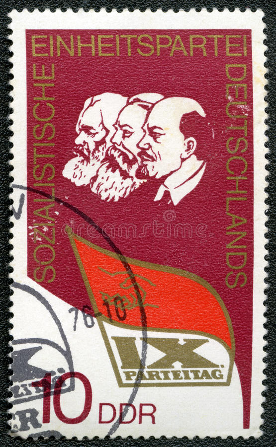O selo de porte postal mostra Lenin, Marx, Engels fotos de stock