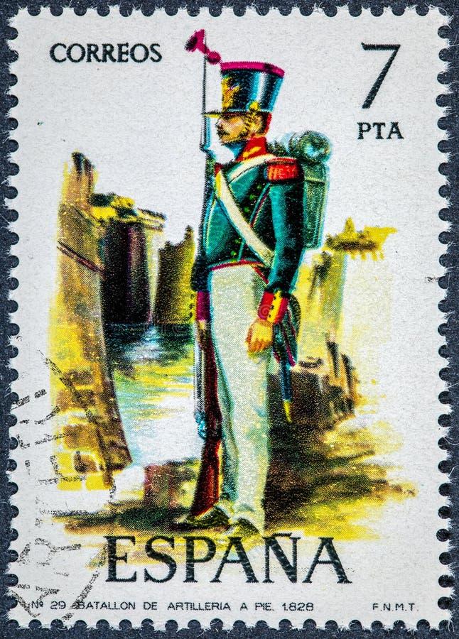 O selo impresso na Espanha mostra o batalhão a pé 1828 da artilharia fotos de stock royalty free