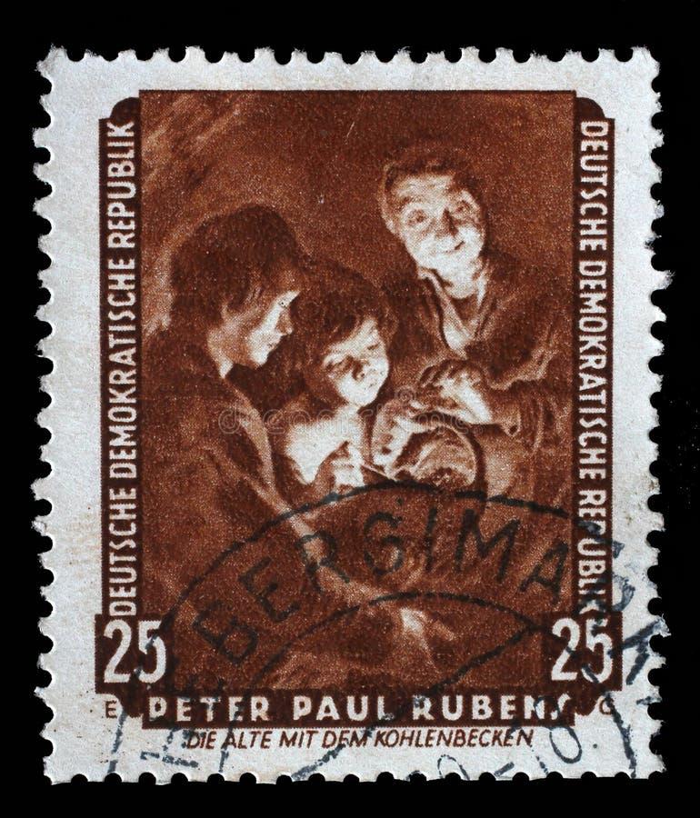 O selo impresso na RDA mostra a mulher adulta da pintura com um soldador, por Peter Paul Rubens imagens de stock royalty free