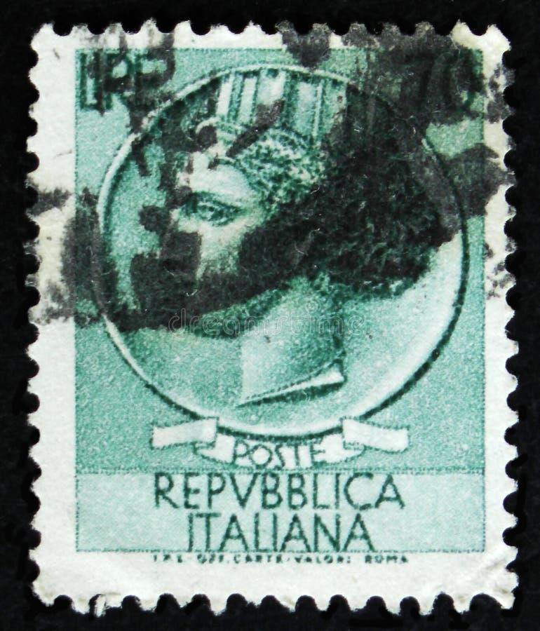 O selo italiano mostra a moeda antiga de Siracusa, o ` da moeda de Syracusean do ` da série, cerca de 1968 imagem de stock royalty free