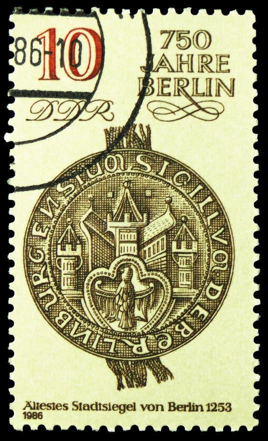 O selo o mais velho da cidade 1253, 750 anos de serie de Berlim, cerca de 1986 foto de stock royalty free