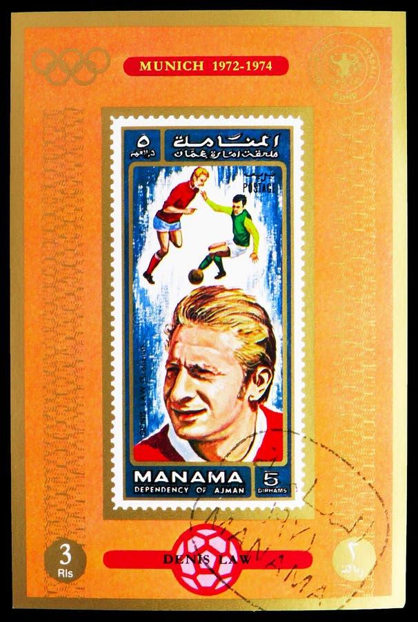 O selo postal impresso em Manama (Ajman) mostra Block: Denis Law (1940), Scotland, Football players serie, por volta de 1972 foto de stock royalty free