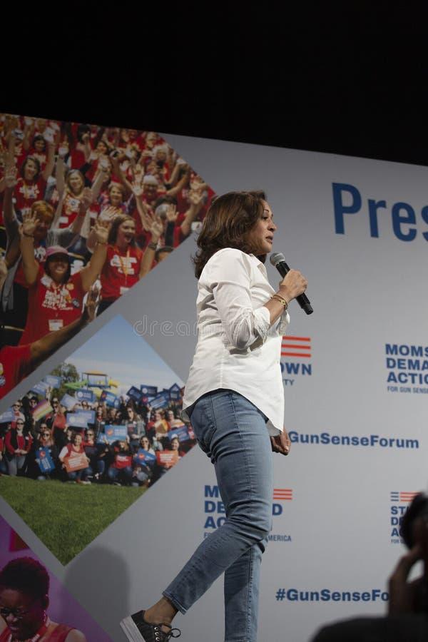 O senador Kamala Harris fala no fórum da segurança da arma, o 8 de agosto de 2019 fotografia de stock royalty free