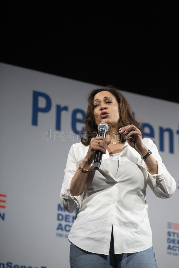 O senador Kamala Harris fala no fórum da segurança da arma, o 8 de agosto de 2019 fotos de stock royalty free