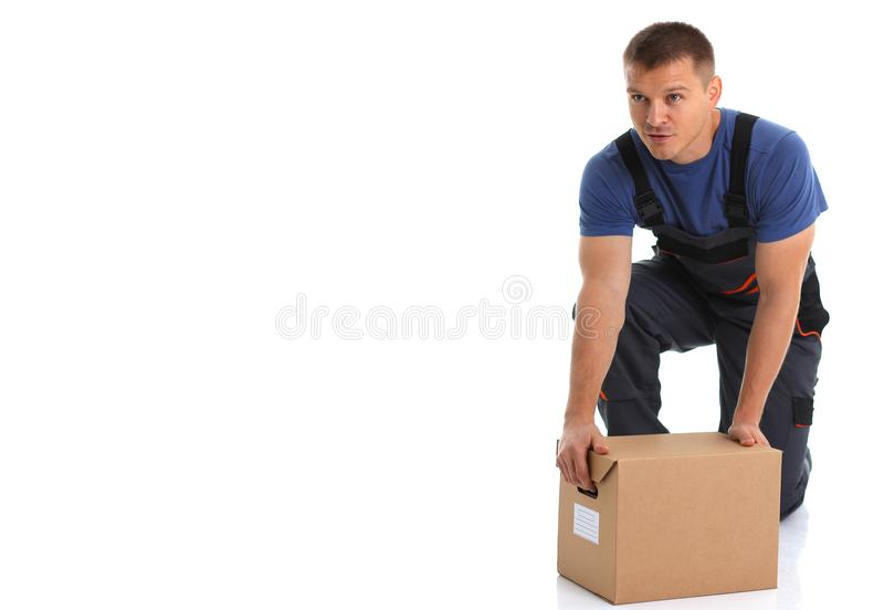 O serviço de entrega do correio do especialista leva caixas com pacotes foto de stock royalty free