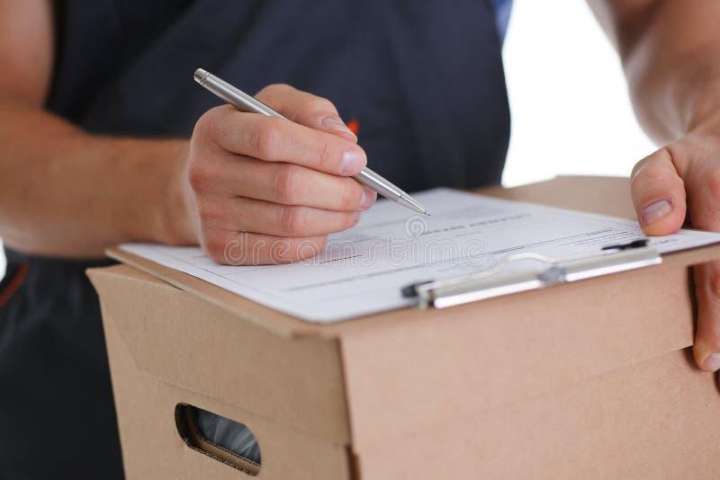 O serviço de entrega do correio do especialista oferece encher o contrato da cooperação imagem de stock royalty free