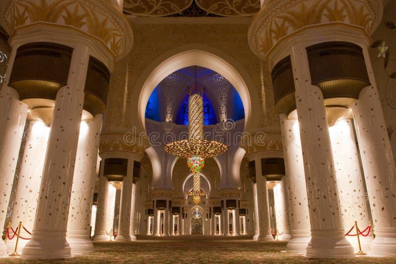 O Sheikh zayed a mesquita em Abu Dhabi, UAE - interior imagens de stock