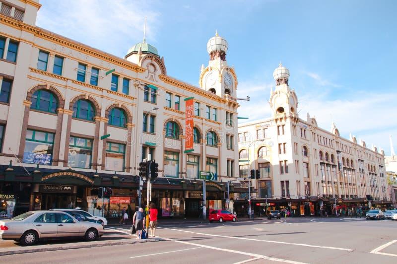 O shopping de Broadway é uma da construção icónica em Sydney que abriu em 1923 É ficado situado no subúrbio Ultimo foto de stock
