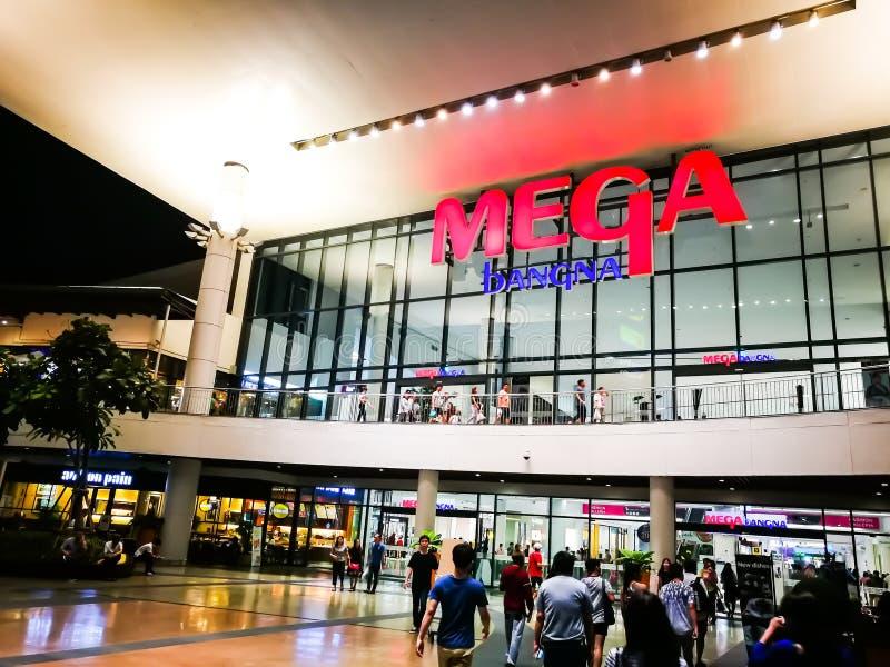 O shopping mega de Bangna, a conveniência e as escolhas detalhadas com as mais de 400 lojas, imagem da compra mostram a entrada p fotografia de stock