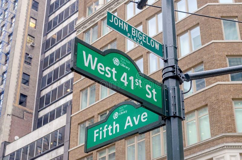 5o sinal da avenida, New York fotografia de stock royalty free