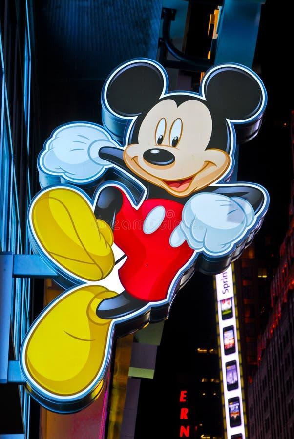 O sinal de Mickey Mouse esquadra às vezes a loja de Disney imagens de stock