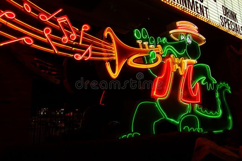 O sinal do jacaré do casino de Orleans imagens de stock
