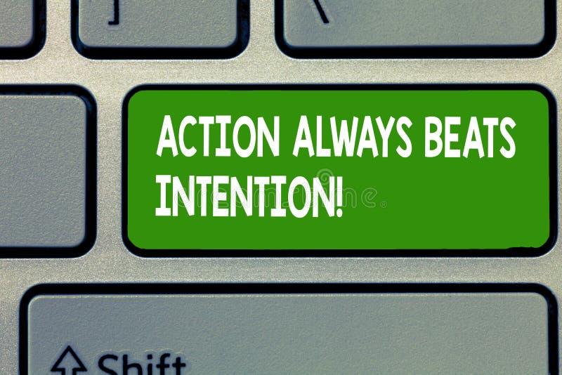 O sinal do texto que mostra a ação bate sempre a intenção A foto conceptual materializada fá-lo acontecer ato nela fotografia de stock