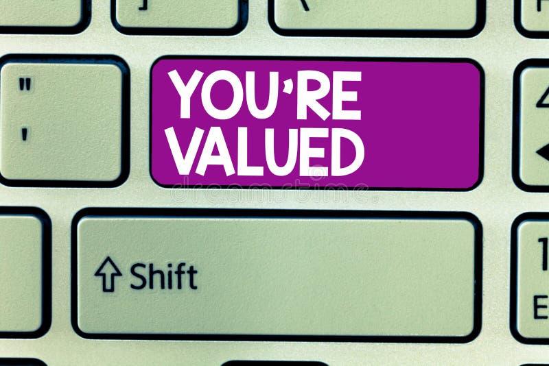 O sinal do texto que mostra o com referência a é avaliado Sentido conceptual da foto do valor na posse do trabalho um lugar na so fotografia de stock