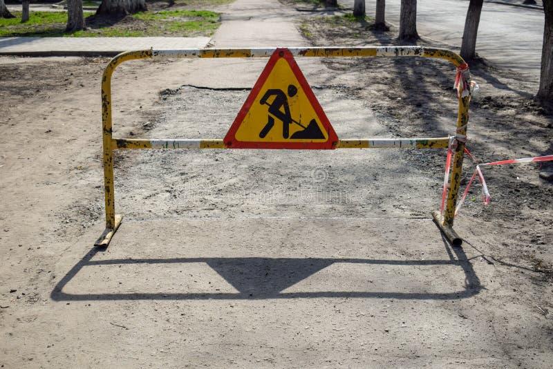 O sinal do trabalho do reparo, conceito do perigo fotografia de stock