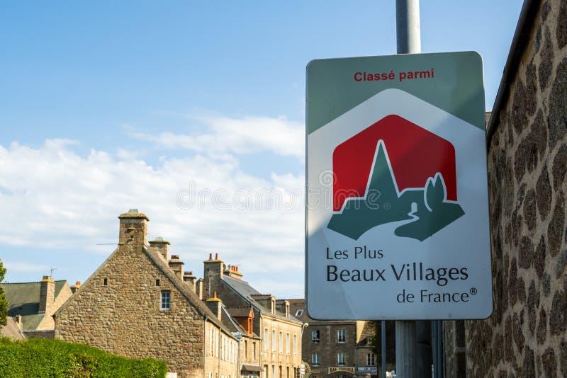 O sinal indica que Barfleur está classificado entre as vilas as mais bonitas em França fotografia de stock royalty free