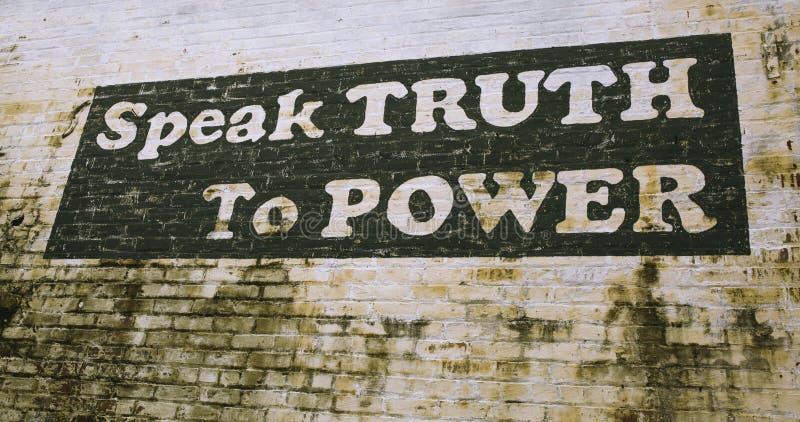O sinal pintado na parede em Culpeper Virg?nia ?fala a verdade para p?r ? imagens de stock