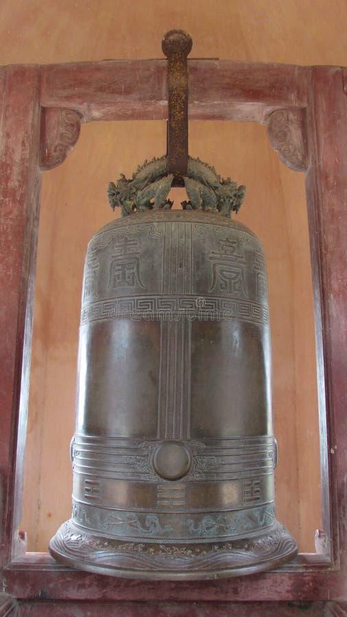O sino do templo em Hoi An fotografia de stock