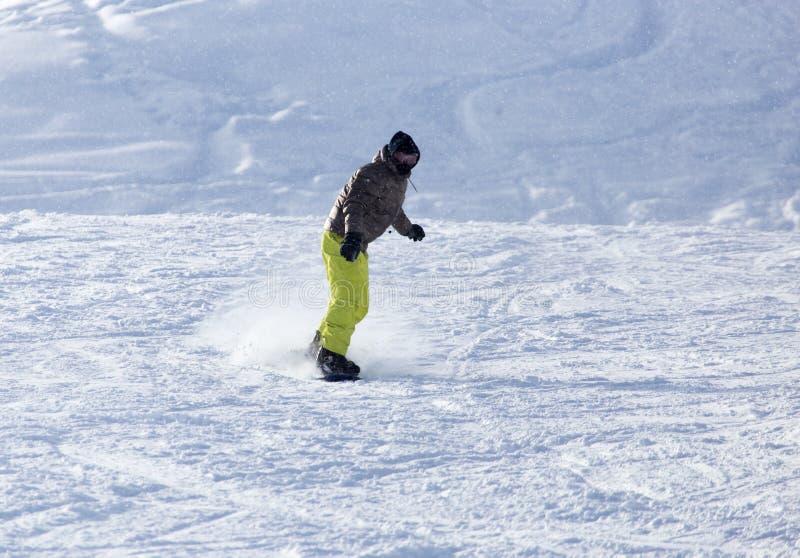 O Snowboarder caiu na neve foto de stock royalty free