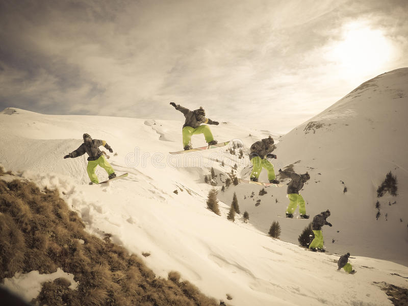 O Snowboarder salta fotos de stock royalty free