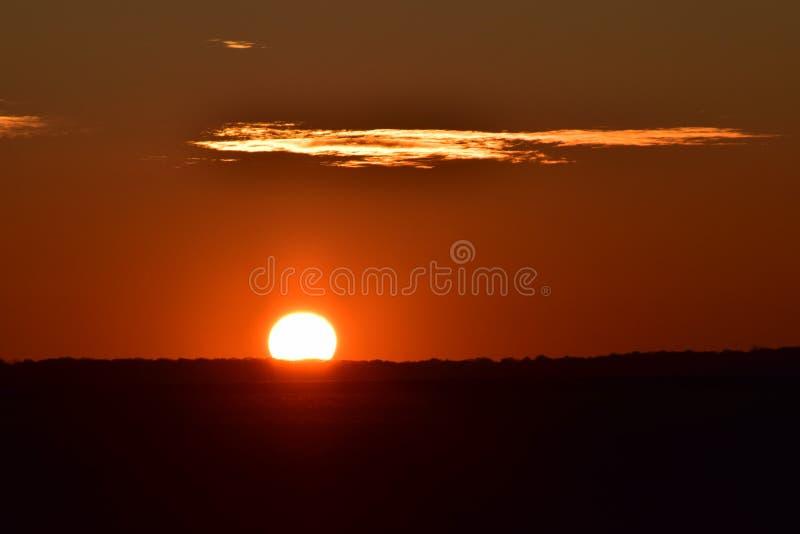 O sol está ajustando-se imagem de stock