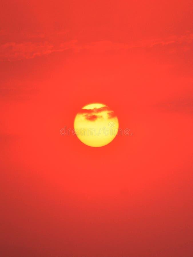 O sol quente na terra imagem de stock royalty free