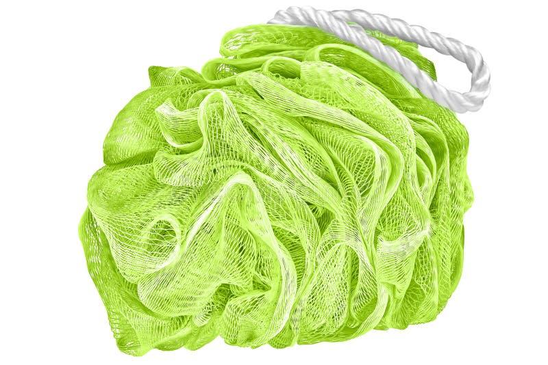 O sopro ou a esponja verde macia do banho ou esfregam, isolado em transparente foto de stock
