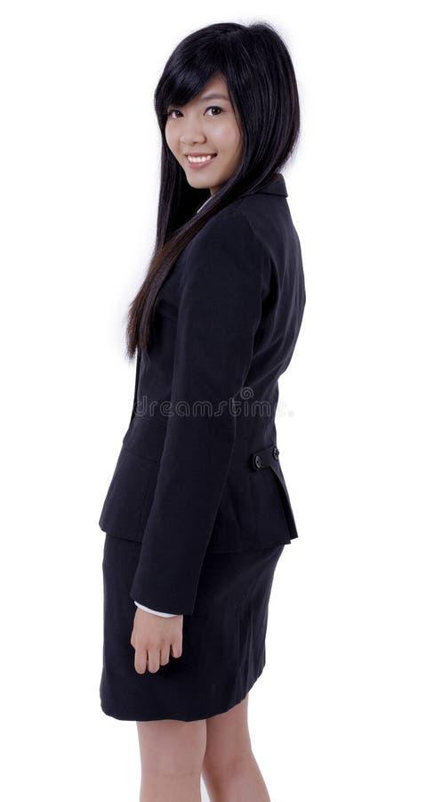 O sorriso asiático da mulher de negócio, gerencie para trás a cara para a câmera fotografia de stock royalty free