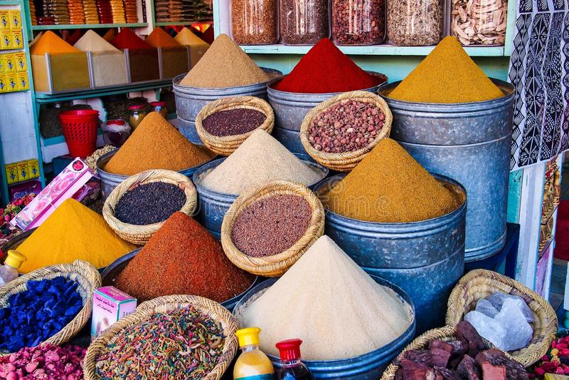 O Souks em C4marraquexe, Marrocos, O mercado tradicional o maior em ?frica fotografia de stock royalty free