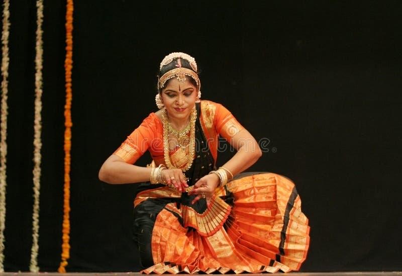O srikanth de Shantha executa a dança de Bharatanatyam foto de stock
