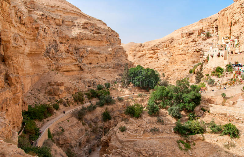 O St George Orthodox Monastery é ficado situado em Wadi Qelt imagens de stock