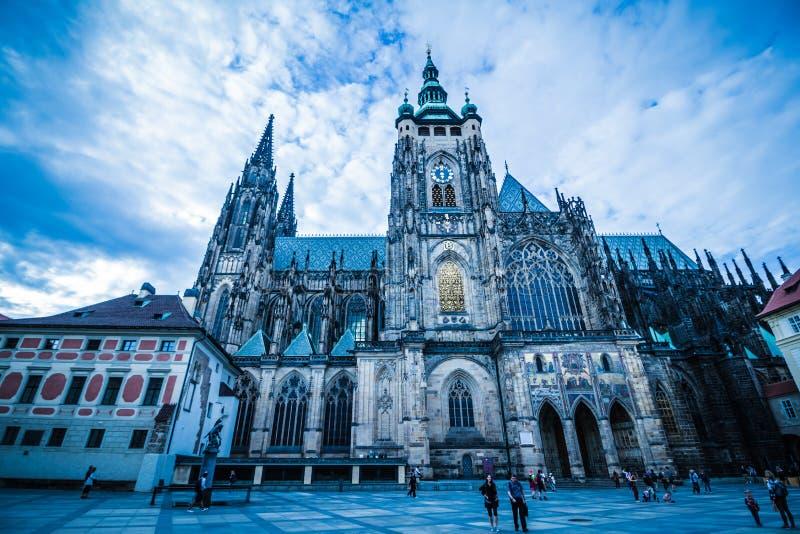 O St Vitus Cathedral no castelo de Praga no verão, República Checa fotos de stock royalty free