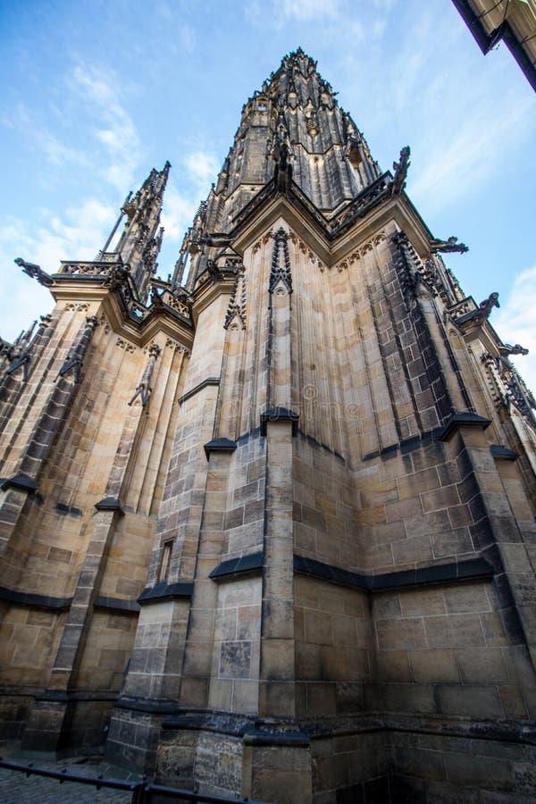 O St Vitus Cathedral no castelo de Praga no verão, República Checa fotos de stock